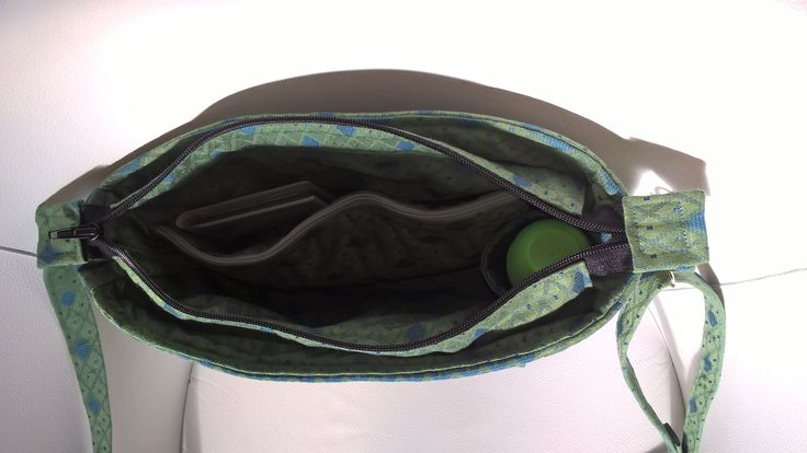 zöld táska belseje