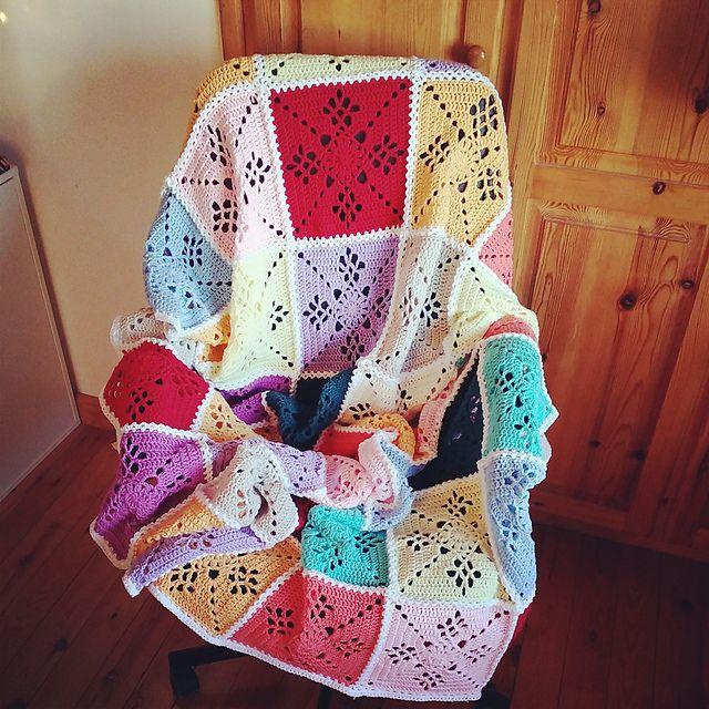 aureliavie's Victorian Lattice Square blanket. Free pattern by Destany Wymore