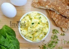 Яичный салат с лимоном и ароматными травами