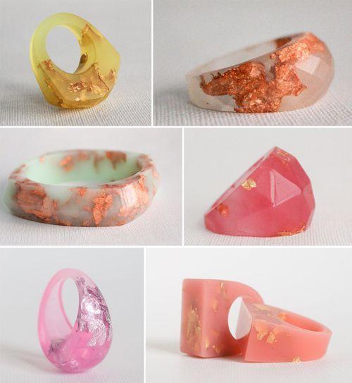 Rosella resin rings with precious metal flakes                                                                                                                                                      Mehr