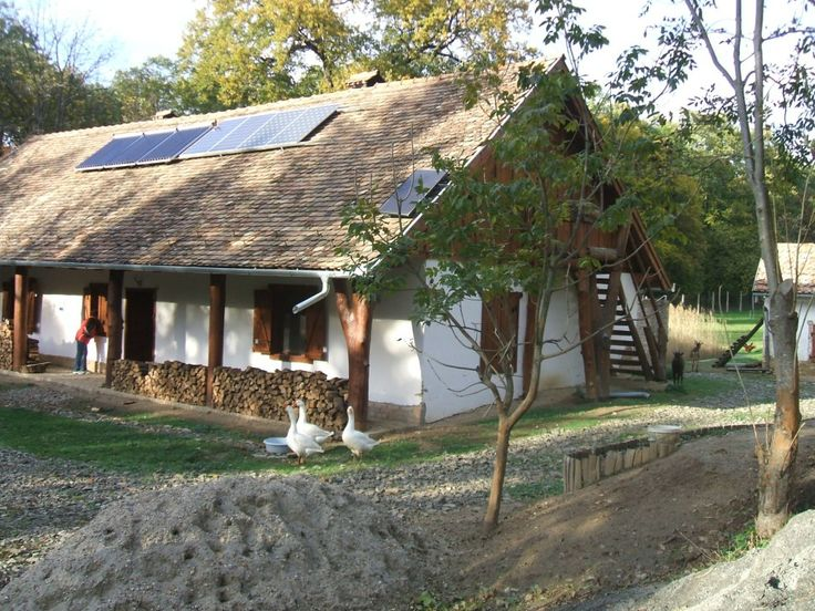 Eco-folk: a traditional cottage with solar panels (!) in Hungary