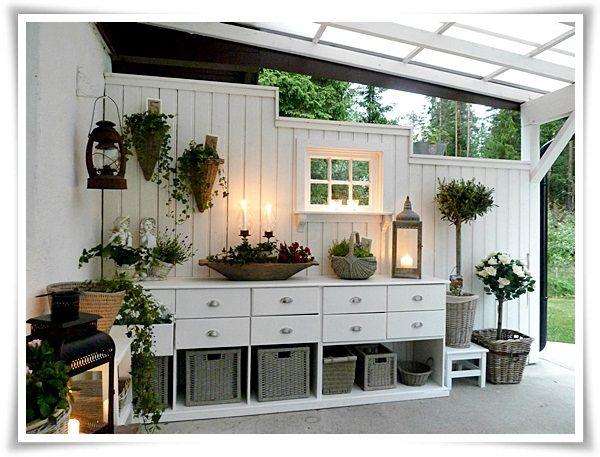 Claro. Así yo también soy jardinero... Menudo sitio para cuidar las plantas