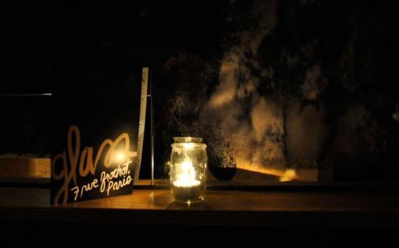 Découvrez le Glass, le nouveau bar à cocktails de SoPi ! Le Glass Ouvert de 19 heures à 2 heures du matin 7, rue Frochot (si si, on vous assure) 75009 Paris