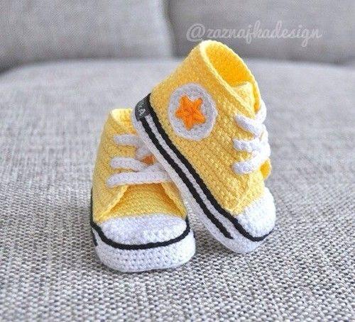 zapatitos tejidos modelo convers amarillo con blanco