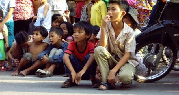 Ομοφυλόφιλος και μοναχοπαίδι στην Κίνα; Δύσκολα τα πράγματα - Verge