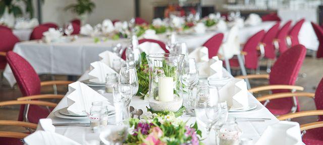 Eishalle Langenhagen - Top 20 Hochzeits-Location Hannover #hochzeit #feiern #location #event #einzigartig #weiß #schwarz #heirat #hannover #special #wedding #unique #stunning #garden #love #hochzeitsfeier