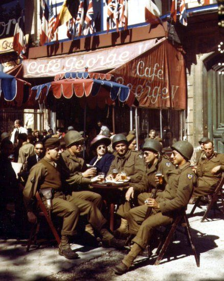 U.S. soldiers in liberated Paris at a sidewalk table at the Cafe George V (August 1944).