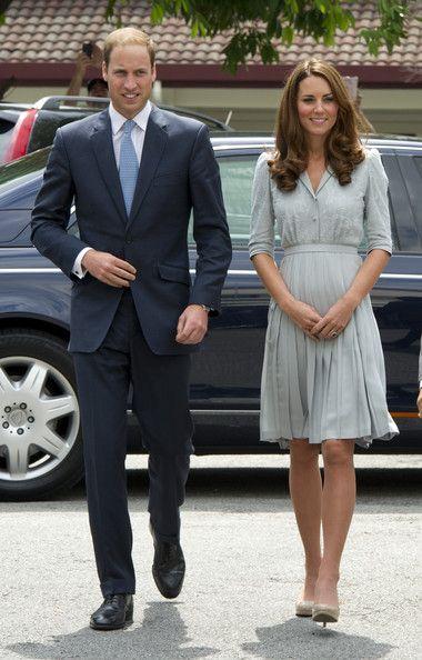Kate Middleton et le Prince William se sont rendus au mémorial de Kranji à Singapour le 13 septembre 2012. Magnifique en bleu ciel, Kate Middleton a fait honneur à tous ceux qui se sont sacrifiés durant l'occupation japonaise