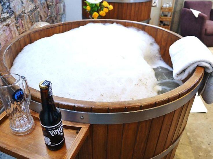 Spa de cerveza de México obtiene Premio Guanajuato El #spa de #cerveza #Vopper obtuvo el #Premio #Guanajuato a la #Competitividad #Turística 2017, por ser el primero en su tipo en el estado y ampliar la variedad de tratamientos disponibles en los establecimientos de Mineral de Pozos.