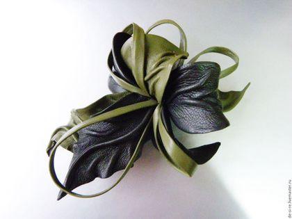 Брошь- цветок объёмная из кожи `Седой Мох` оливковая, серо-коричневая.. Брошь на сумку, пояс, шляпу, пальто, шубу, пиджак, платье, свитер,шарф,шаль, платок, палантин, верхнюю одежду.  Подарок женщине