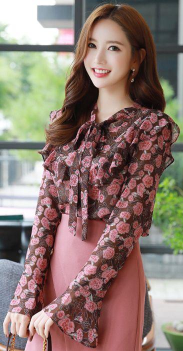 StyleOnme_Blossom Print Ribbon Tie Ruffle Blouse #pink #floral #ruffle #feminine #elegant #blouse #koreanfashion #kstyle #kfashion #seoul #dailylook