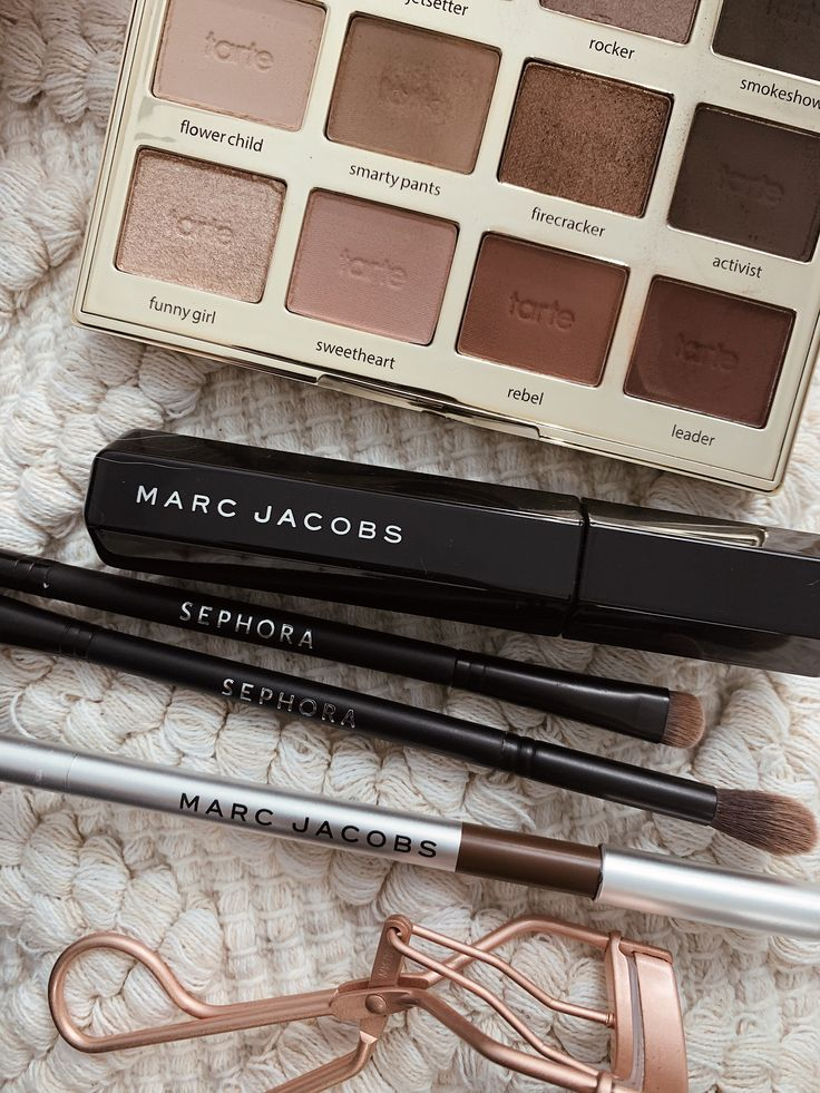 Simple Fall makeup routine with must have products for a natural no makeup-makeup look. #beauty #fallmakeup