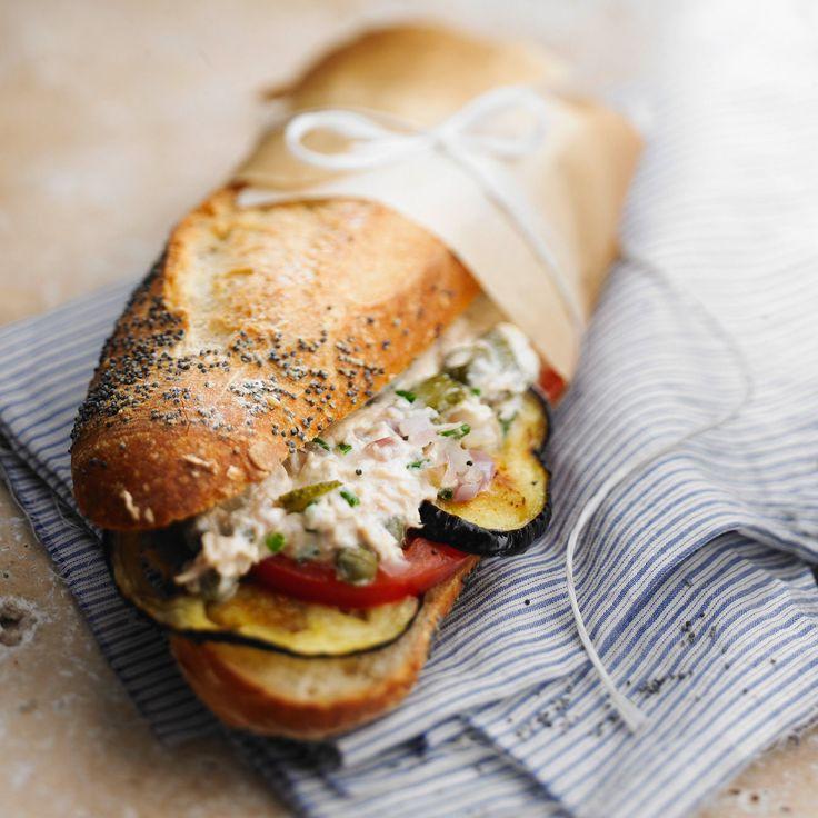 Découvrez la recette du sandwich baguette au thon et aux aubergines grillées