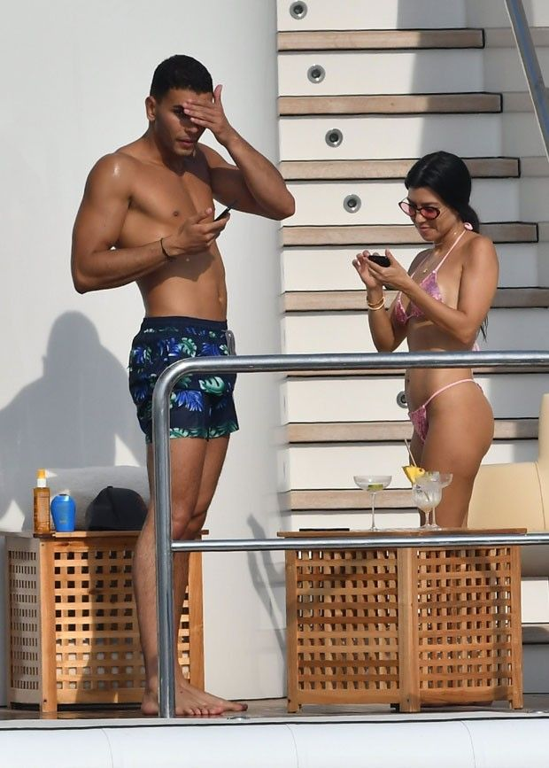 Kourtney Kardashian e Younes Bendjima (Foto: AKM/GSI)