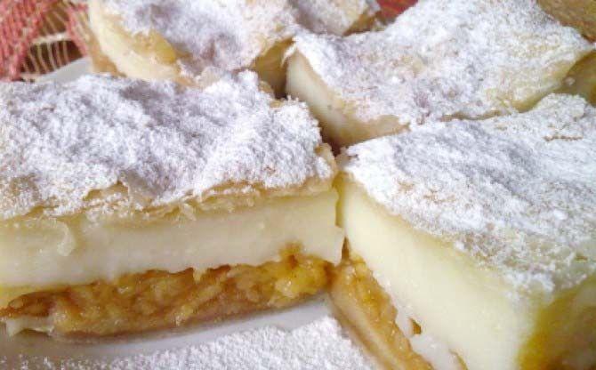 Vynikající koláč z listového těsta. Strouhaná jablka a vanilkový pudink, to je…