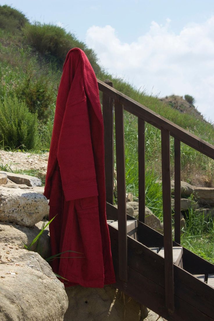 Our 380 gsm Urban Robe is made from 100% Turkish cotton and comes in an expansive color palette.  With a cozy feel and exceptional absorbency, these all natural robes feature a shawl collar with two patch pockets and come with a two-looped belt.  - See more at: http://www.talesma.com/eng/100/talesma--urban-robe.html#sthash.mTI355Js.dpuf