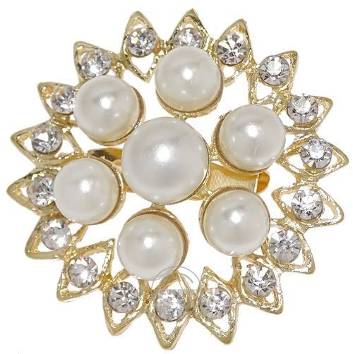 Broszka damska z perełkami. Elegancka broszka damska to niepozorny dodatek biżuteryjny, który w wyjątkowy sposób dopełni każdą kreację.
