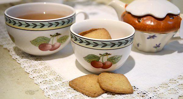 Lone Landmands skønne ingefærsmåkager er bagt med kandiseret ingefær og desuden krydret med kardemomme. De er nemme at bage og smager fantastisk til en kop kaffe eller te.