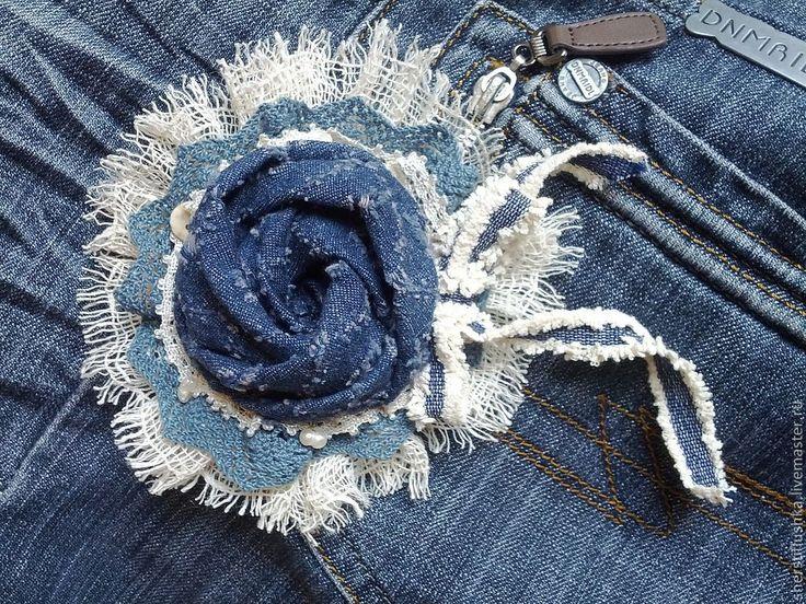 """Купить Брошь """"Джинс is love"""" - синий, джинс, брошь, брошь текстильная, джинсовый стиль"""