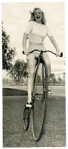 Klasyczna piękność Marilyn Monroe też jeździła rowerem