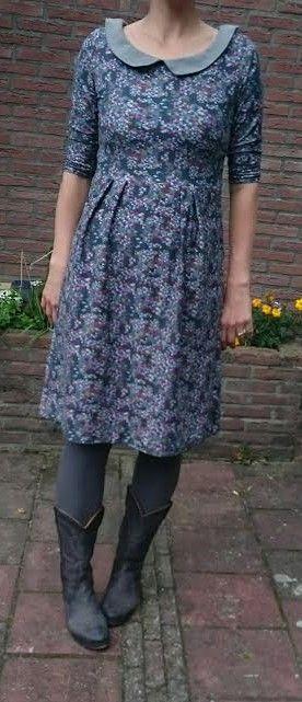 leuke grijze Tricot jurk met Peter pan kraag by moredresses4me.blogspot.com