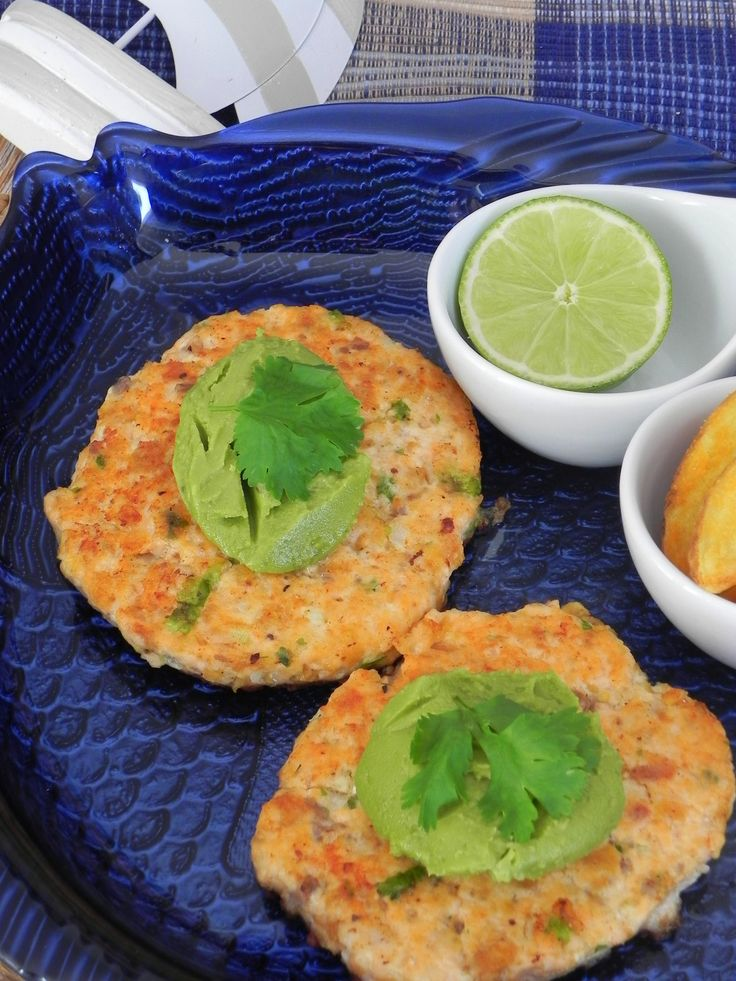 Hamburguesas de salmón con guacamole