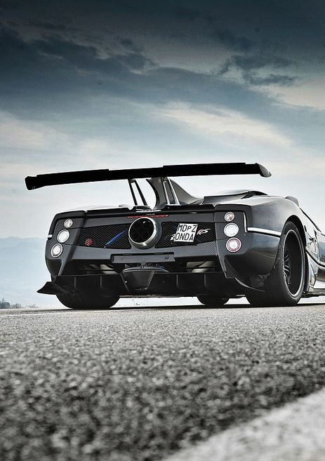 One of my favourite car. The Pagani zonda look so cool in this picture with he's color gray.