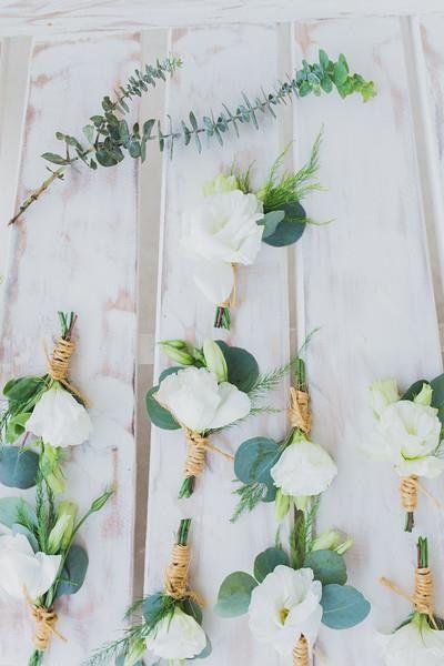 CBB232 wedding riviera maya white lisianthus boutonnière