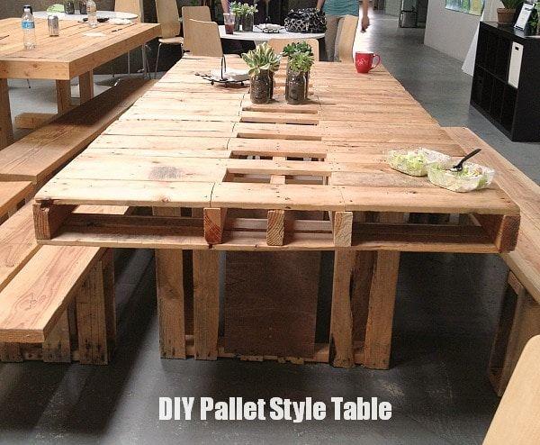 une longue table en palette de plus de 3 mètres