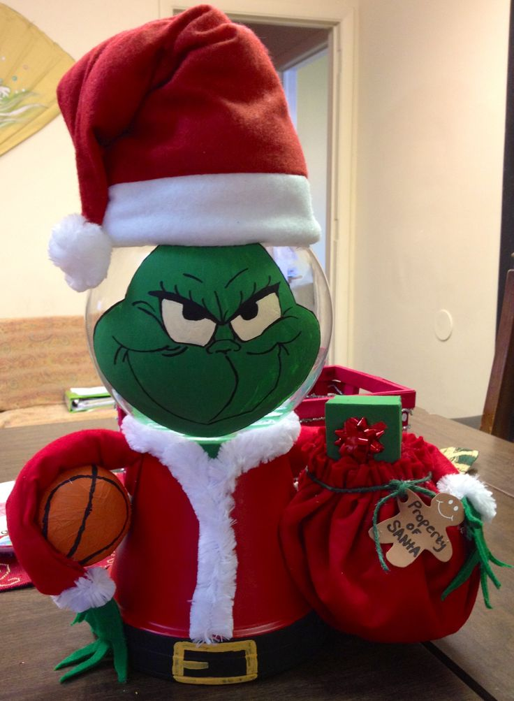 The Grinch made from Terra Cotta pot and glass bowl | My ...