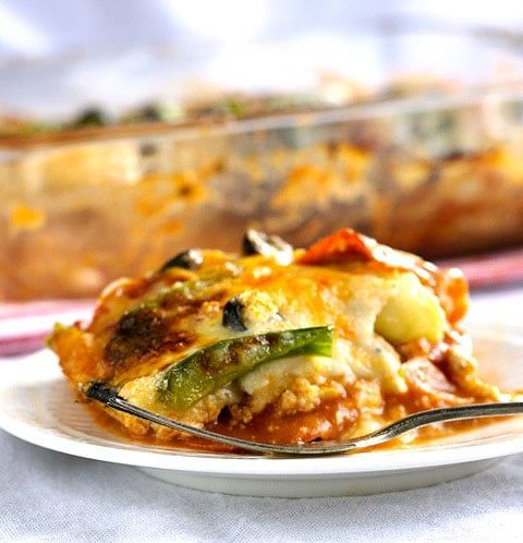 Zucchini Lasagna: Pizza Style {GF, Low Carb & High Protein} via @FoodFaithFit