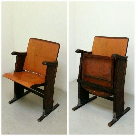Antica Seduta Cinema in legno bicolore | Cinema Chair #chair #vintagechair #cinemachair #sedutecinema #vintagefurniture #noseslab #design