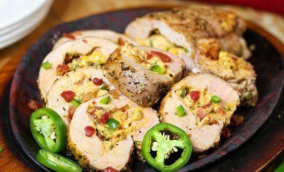 Χοιρινό ψαρονέφρι γεμιστό με τυρί, πιπεριές και λιαστές ντομάτες. Μια συνταγή για ένα πεντανόστιμο πιάτο για να το απολαύσετε στο επίσημο γιορτινό Χριστουγ