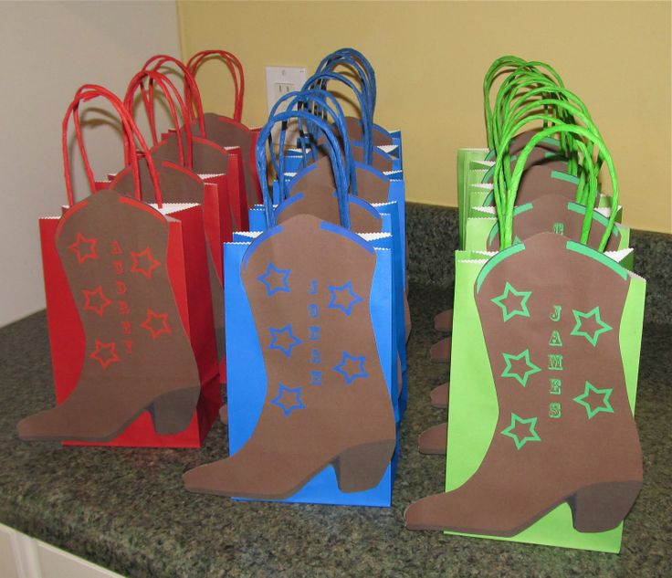 cowboy boot party favor bags   Next, I made the horse hand puppets from felt. To make these horse ...