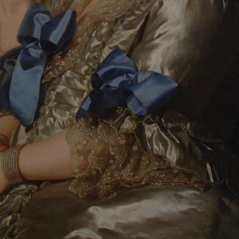 Particolari di opere, terza parte. Alexander Roslin: La vedova Grill con il fratello e la sorella. Olio su tela, del 1775. Gothenburg Museum. Pochi pittori sono riusciti a rendere la lucentezza del raso, il traforo dei pizzi, le pieghe dei leziosi fiocchi, come Roslin.