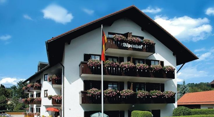 Hotel Alpenhof Bad Tölz This family-run hotel enjoys a central location in the Upper-Bavaria spa town of Bad Tölz, within easy walking distance of all the important sights and facilities.