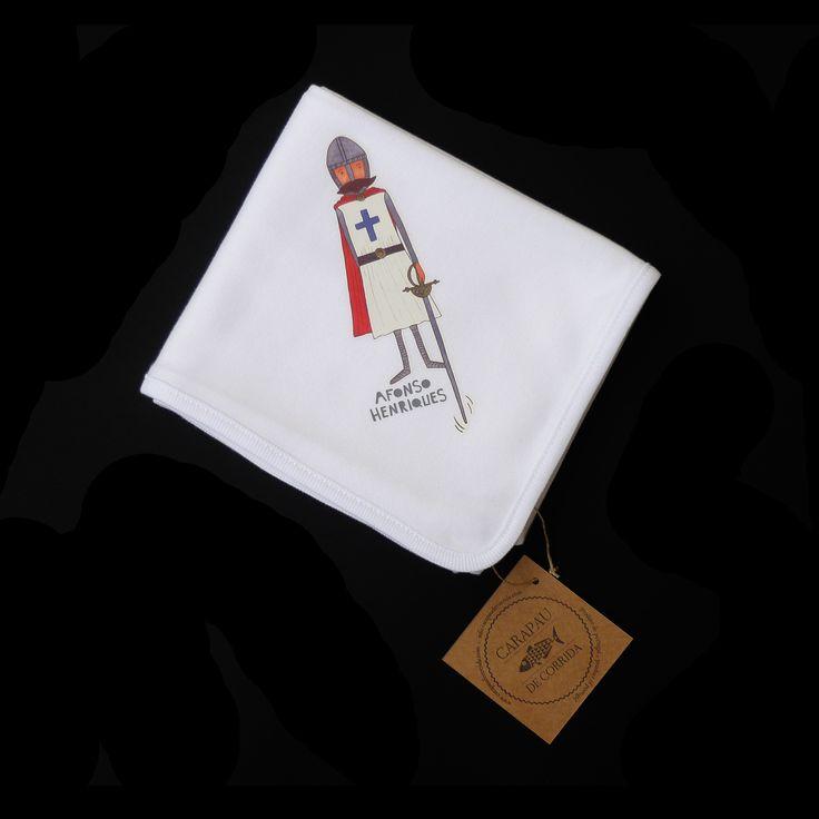 Fralda de pano, 100% algodão, com ilustração de Afonso Henriques estampada. Fralda fabricada em Portugal.