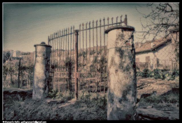 Cancello - photographic processing (316) - Elaborazione hdr di una fotografia relativa ad un vecchio cancello sulla collina di Pinerolo ...