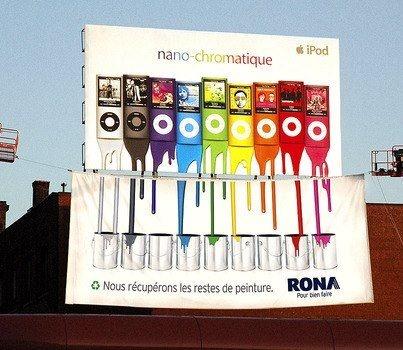Publicidad de una empresa de reciclaje de restos de pintura. La imagen muestra varios Ipods que escurren su color hacia unos tarros de pintura, esto da la idea de que todas las cosas hoy en dia tienen pintura pero uno se olvida de ese detalle, y esta empresa se puede beneficiar de esto al igual que el medio ambiente.
