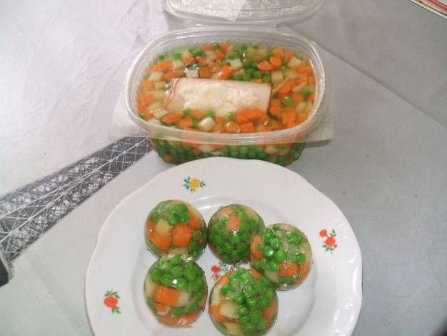 Sonkatekercs aszpikos zöldségben, aszpikos zöldséges tojás