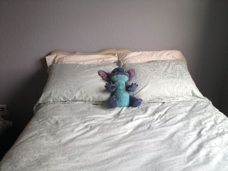Headboard, ivory sheets, mint duvet cover and pillow shams (and Stitch) http://www.pinterest.com/pin/133771051405494753/
