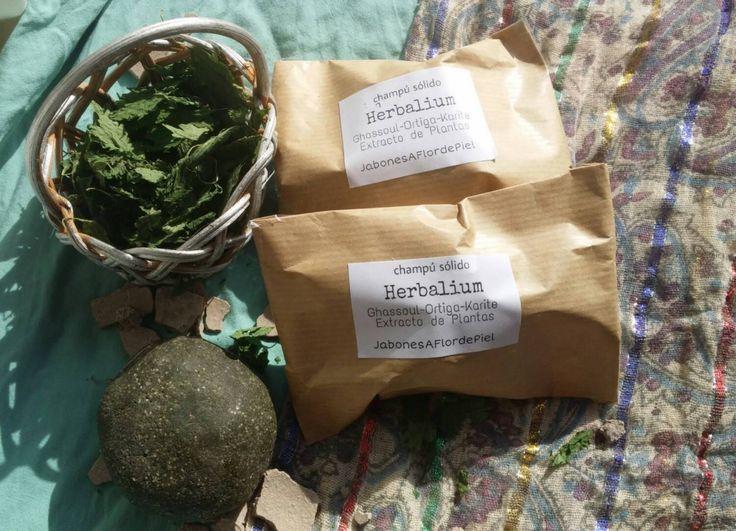 Champú solido con arcilla ghassoul,ortiga,manteca de karite y extracto de plantas-HERBALIUM de jabonesaflordepiel en Etsy