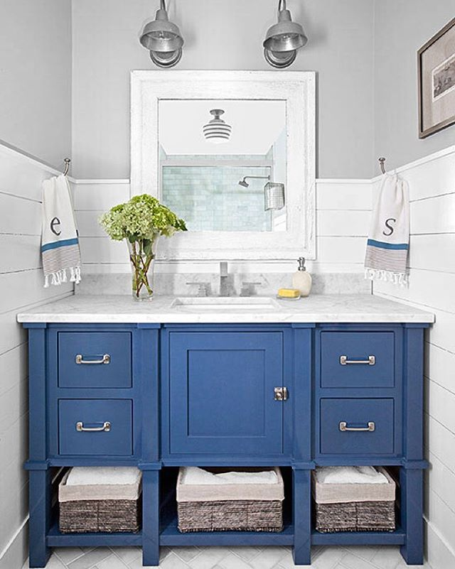 I recently came across one of my favorite projects on the @betterhomesandgardens website. Reflected in the mirror, the @schoolhouse blue striped light is one of my favorite details! #lisagabrielsondesign #bathroomdesign @lisamowry @christinawedge