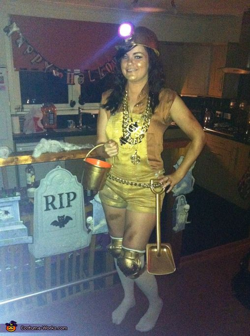 Georgie: Following from Kanye Wests famous Golddigger song, I decided to take this one step further and made a pun related costume for Halloween. A gold miner. I took a miner...