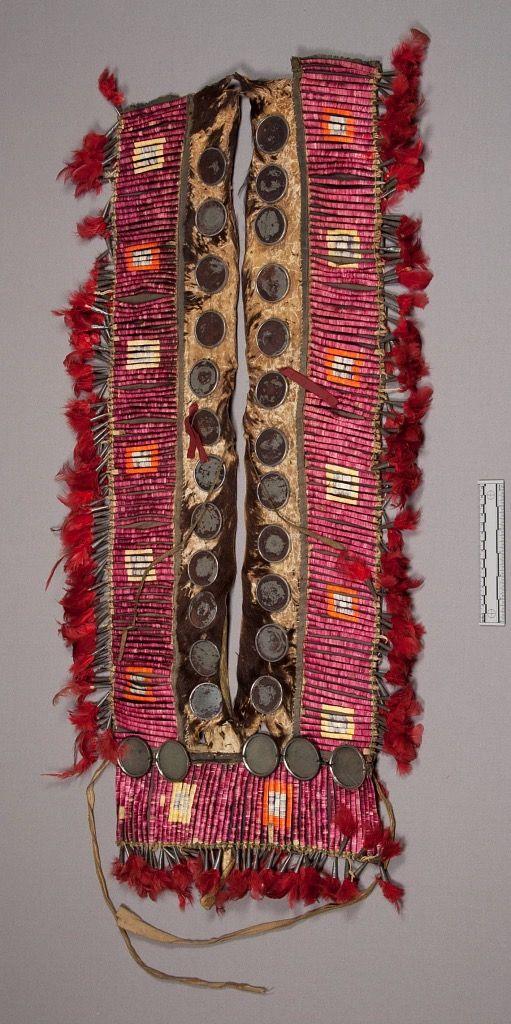 Нагрудное ожерелье, Шайены. Вид один. Размеры 95 х 38 см. Коллекция Mrs. Marjorie M. Post. NMNH.
