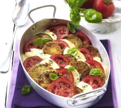 A treat this pie in which the intense flavor of the #eggplant blends perfectly with the delicacy of white #mozzarella. Simple, fast and tasty!