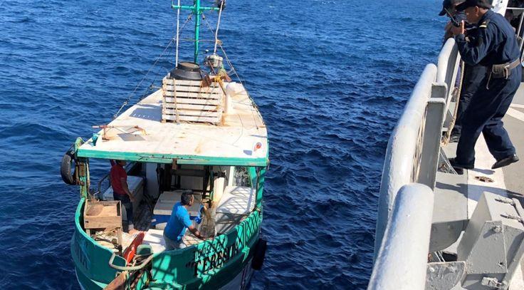 La Armada de México auxilia a un barco pesquero frente a costas yucatecas