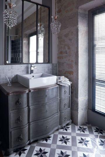 Les 25 meilleures id es de la cat gorie carrelage de salle for Meuble salle de bain retro chic