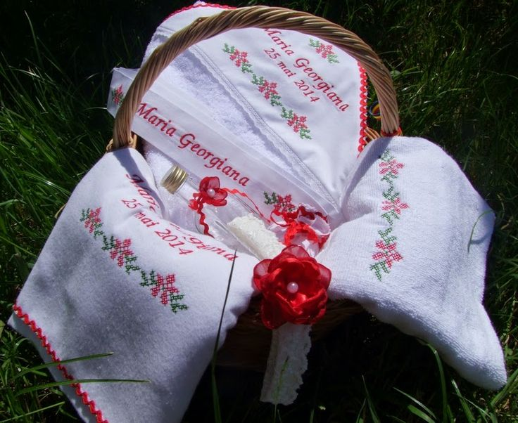 Trusou botez personalizat si prosoape botez,lumanari botez personalizate, lenjerii de pat brodate: Trusou pentru botez traditional romanesc