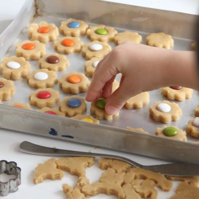 """Fent galetes de lacasitos amb els nens... Making """"Lacasitos"""" cookies with kids ..."""